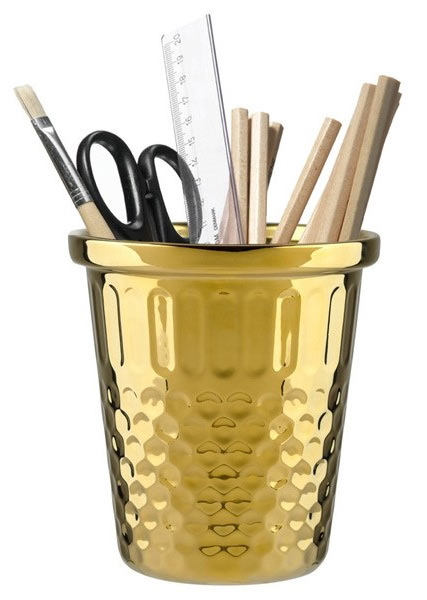 De-Clutter Your Office Space using pencil canister